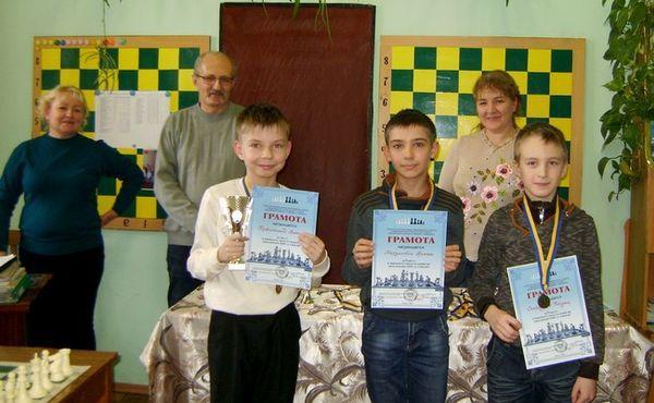 Во Дворце детей и юношества продолжаются шахматные баталии