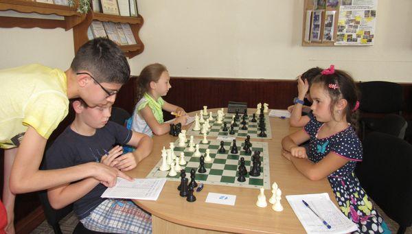 Шахова боротьба за слонів!